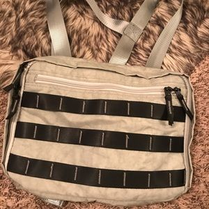 URBAN OUTFITTERS UTILITY BAG